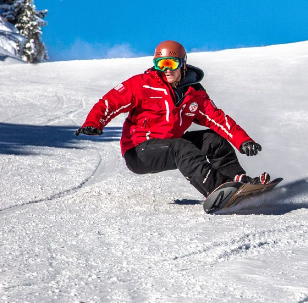 Learn to carve on the slopes at Veysonnaz Swiss snowboard school